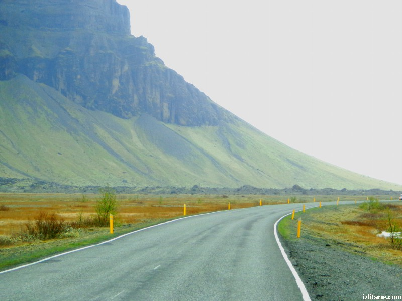 По път номер 1 (Пьодвегур), основният двулентов път, обикалящ острова, с дължина около 1300 км.