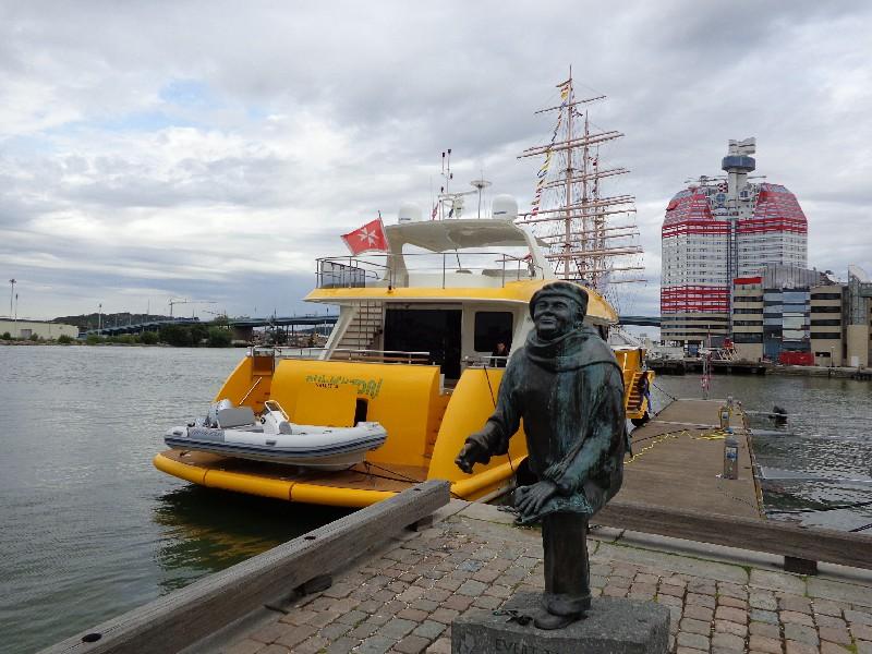 Пристанището на Гьотеборг, статуя на поета, композитор и художник Еверт Таубе