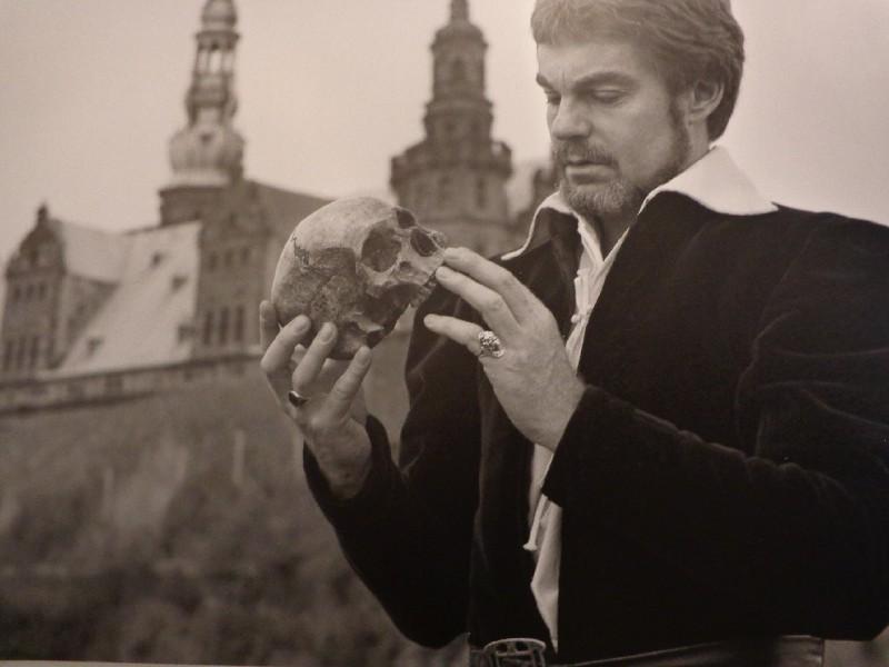 "Замъкът ""Кронборг"" – 2, Дерек Джейкъби като Хамлет"