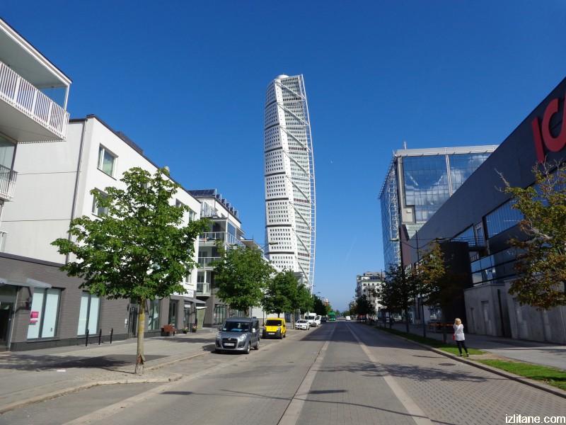 """Символът на Малмьо е """"Огъващият се торс"""", проектиран от Сантяго Калатрава – най-високата сграда в Скандинавия (190 метра)"""