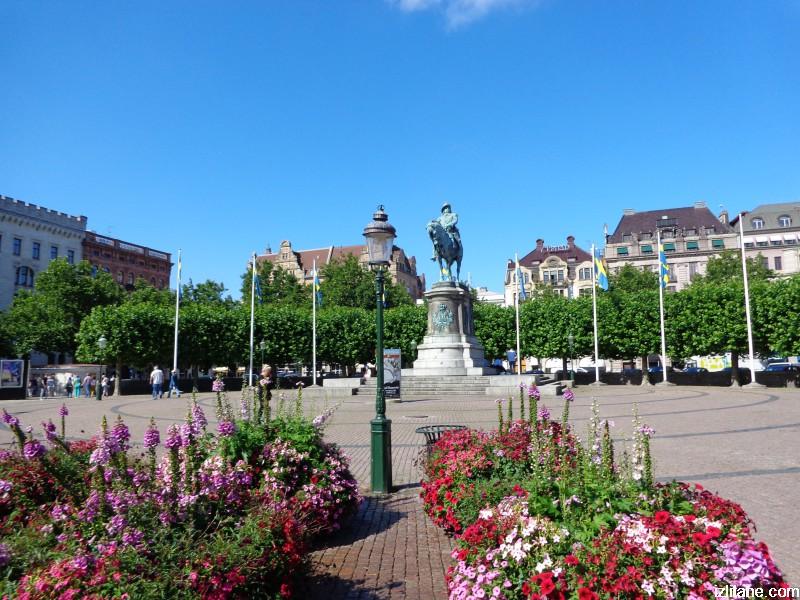 """Малмьо, площад """"Сторторгет"""" и конната статуя на крал Карл Х Густав"""