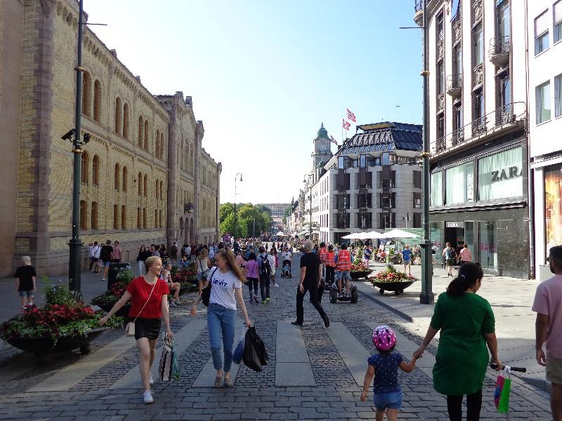 """По """"Карл Юхан"""" – централния булевард на Осло"""