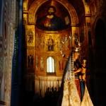 Статуя на Богородица Нова в катедралата на Монреале