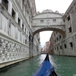 Гондола при Моста на въздишките - Венеция